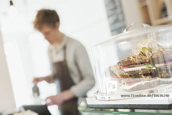 zeigen arbeiten Hintergrund Close-up barista Hamburger Tresen