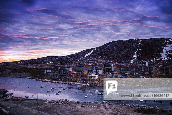 hoch oben Winter Himmel dramatisch Fluss Nachbarschaft Ansicht Flachwinkelansicht Winkel Ortsteil