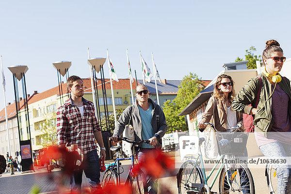 durchsichtig transparent transparente transparentes Freundschaft gehen Himmel Straße Großstadt Fahrrad Rad