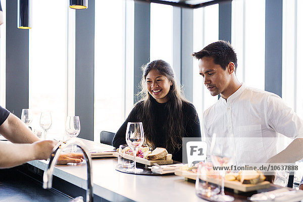 Fröhlichkeit Freundschaft sehen Himmel Restaurant Essgeschirr