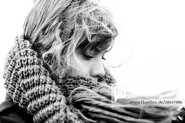 Außenaufnahme junge Frau junge Frauen Schal Close-up Kleidung freie Natur Außenaufnahme,junge Frau,junge Frauen,Schal,Close-up,Kleidung,freie Natur