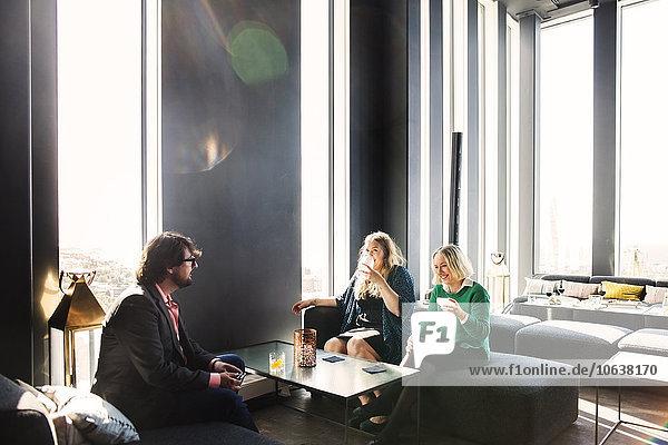Fröhlichkeit Mensch Diskussion Menschen Restaurant Business