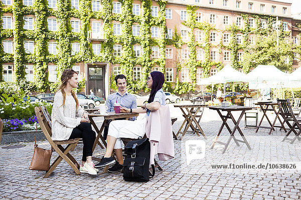 Freundschaft Diskussion Weg Stadt Cafe Quadrat Quadrate quadratisch quadratisches quadratischer