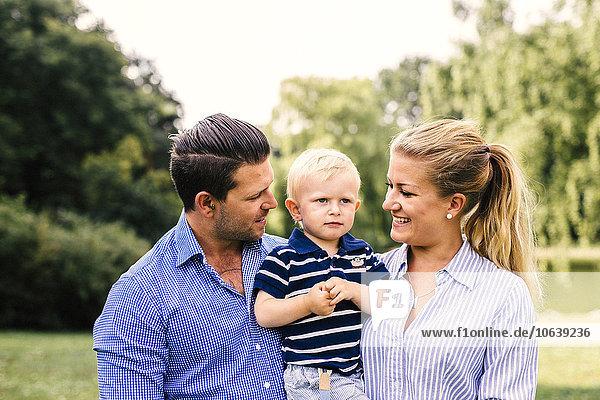 Fröhlichkeit tragen Menschlicher Vater Sohn Mutter - Mensch