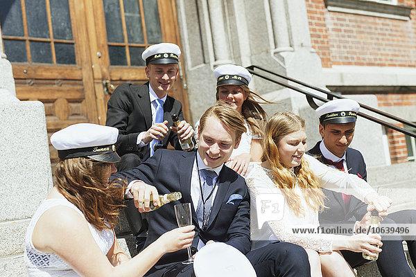 Stufe Fröhlichkeit Party Student Champagner Schulabschluß Universität