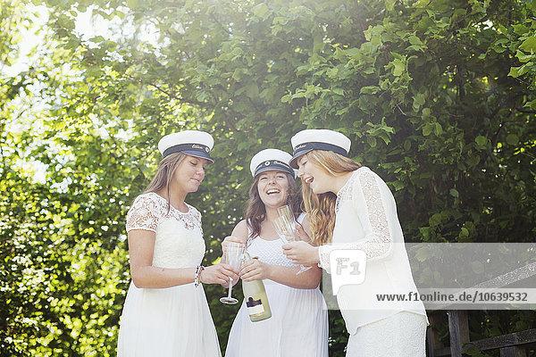 Fröhlichkeit Party Student Champagner Schulabschluß Universität