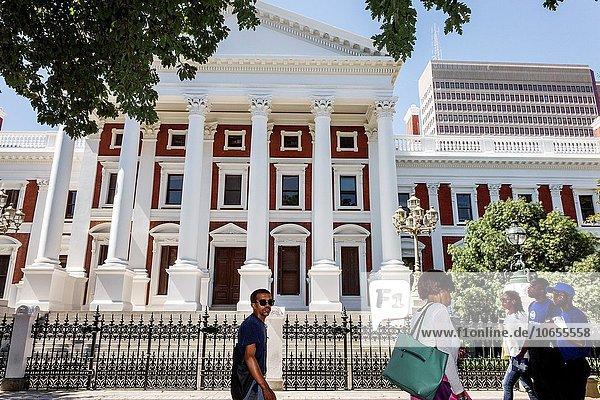Südliches Afrika Südafrika Frau Mann Gebäude Geschichte schwarz Fußgänger Kapstadt Houses of Parliament
