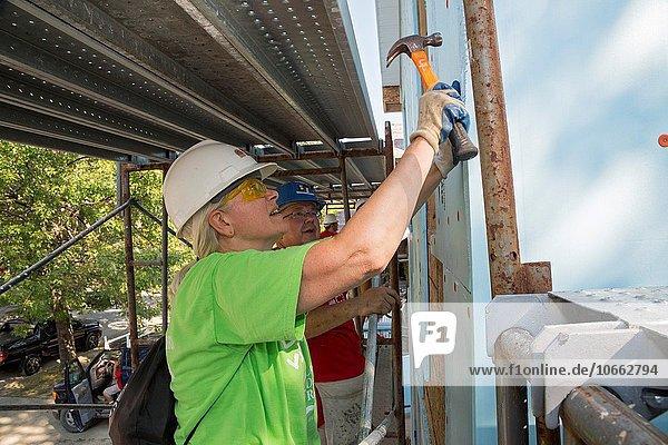 Anschnitt bauen Wohnhaus Gebäude lang langes langer lange Nachbarschaft Freiwilliger Kampf Lebensraum Entspannung Mensch 12 Detroit Michigan Papst Woche
