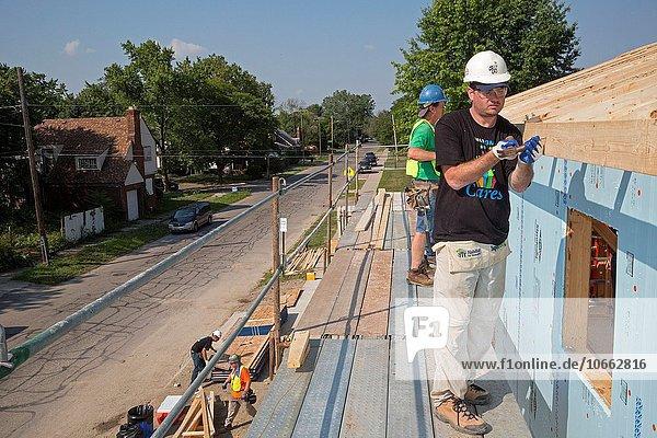 niedrig Anschnitt bauen Wohnhaus Gebäude lang langes langer lange Nachbarschaft Freiwilliger Kampf Lebensraum Entspannung Mensch 12 Detroit Einkommen Michigan Woche