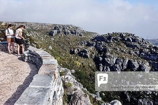 Südliches Afrika Südafrika Naturschutzgebiet Frau Freundschaft folgen hoch oben Ignoranz wandern Kapstadt