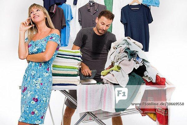 Bügeleisen Mann Kleidung Menschlicher Schweiß telefonieren Größe Glück