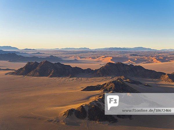 Morgenlicht  Kulala Wilderness Reserve  Namib-Wüste  Tsarisberge  Sossusvlei  Namib-Naukluft-Nationalpark  Namibia  Afrika