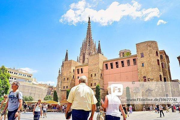 Mensch Menschen gehen Quadrat Quadrate quadratisch quadratisches quadratischer Barcelona Katalonien Spanien