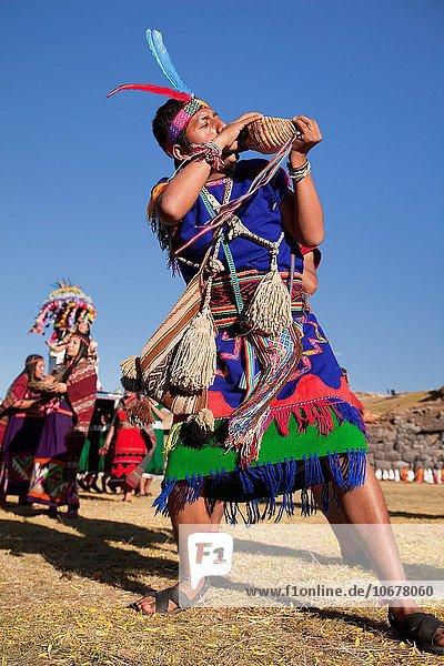 blasen bläst blasend Stilleben still stills Stillleben zeigen Fokus auf den Vordergrund Fokus auf dem Vordergrund Muschel Festival Cuzco Cusco Peru Südamerika