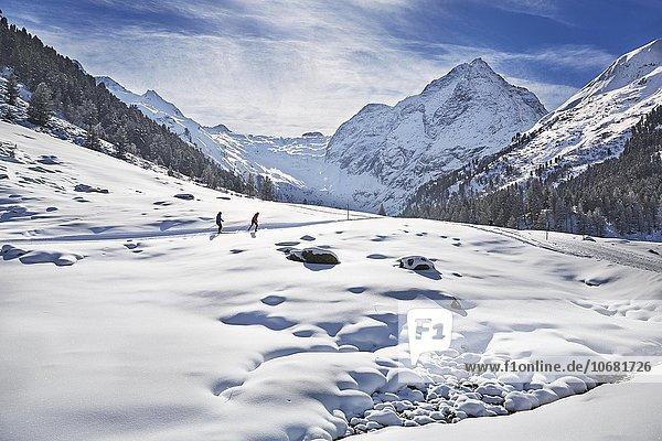 Langläufer  Langlaufen  Seilrain  Sellraintal  Sellraintal  Stubaier Alpen  Tirol  Österreich  Europa