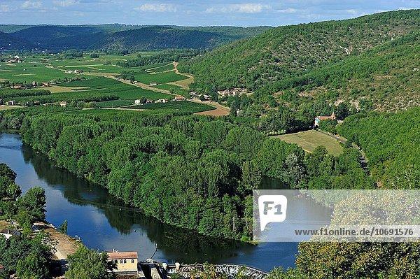 Europa über Fluss Dorf Ansicht Geographie Pyrenäen