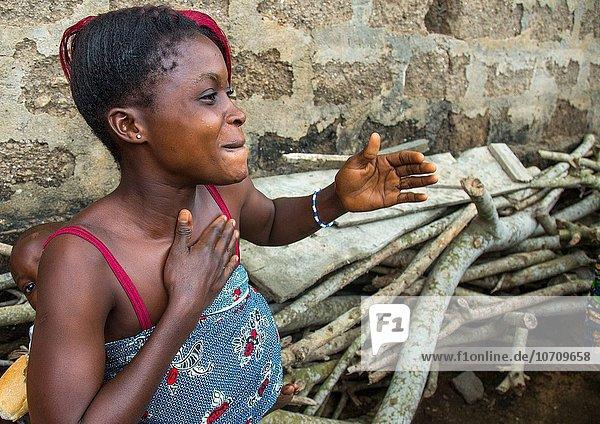 Westafrika Frau Tradition tanzen Zeremonie Benin Voodoo