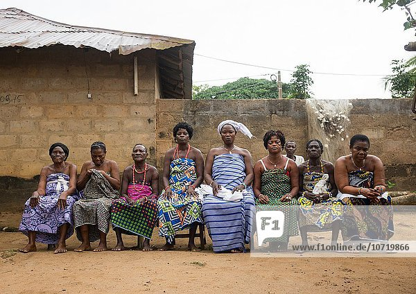 Westafrika sitzend Frau Zeremonie Sitzbank Bank Benin Linie Voodoo