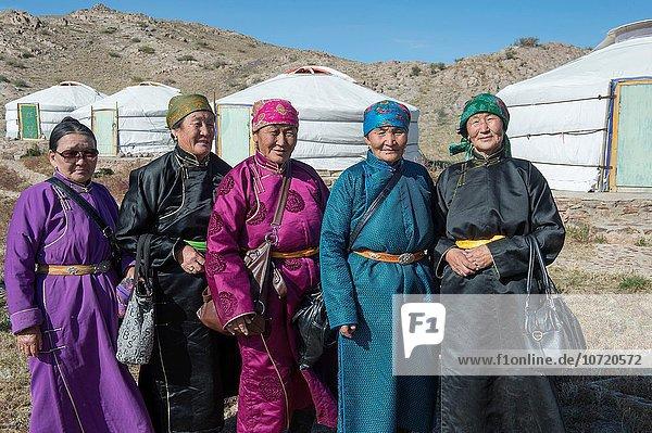 Senior Senioren Frau Außenaufnahme Mittelpunkt Mongolei Kloster