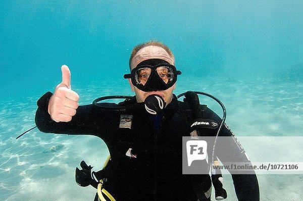 hoch oben Richtung gehen aufwärts Produktion Unterwasseraufnahme unter Wasser Reise Zeichen Bewegung Taucher 1 Sprache Faust Signal