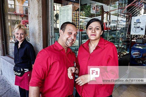Europa Frau Mann Angestellter Hispanier Restaurant Kellner Business Spanien spanisch Toledo