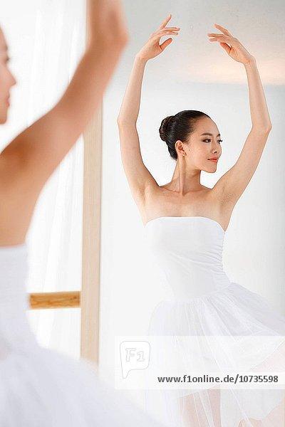 Frau tanzen jung Ballett