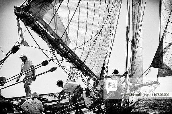 Segeln Europa Boot Retro Teamwork Menorca Balearen Balearische Inseln Spanien Biosphärenreservat