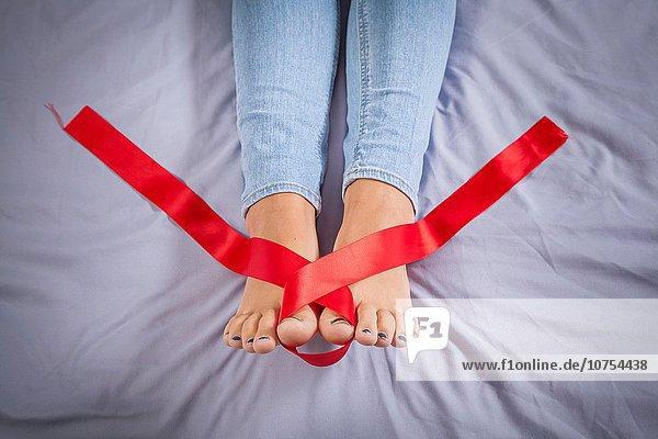 Jugendlicher Bett Band Bänder rot Mädchen