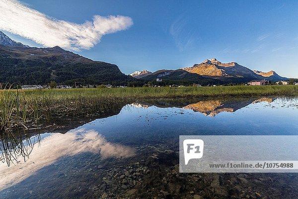Europa Landschaft Morgendämmerung See Herbst beleuchtet Kanton Graubünden Schweiz