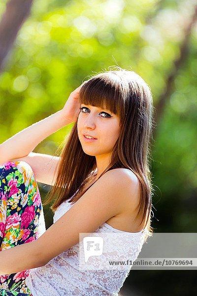 niedlich süß lieb sehen Blick in die Kamera Teenagerin