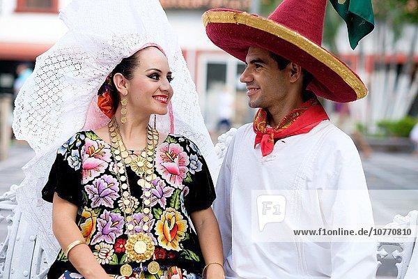 sehen Tradition Hispanier tanzen Tänzer Vielfalt Kultur Mexiko Kostüm - Faschingskostüm Symbol Mann und Frau