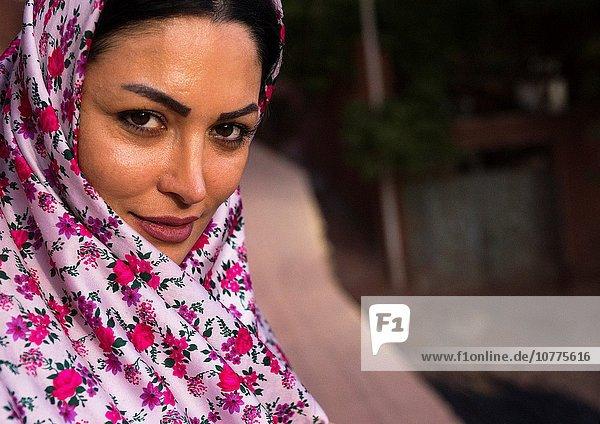 Portrait, Frau, Tradition, Dorf, Kleidung, Tschador, Iran, Provinz Esfahan