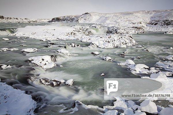 Urridafoss im Winter  Selfoss  Südisland  Island  Europa