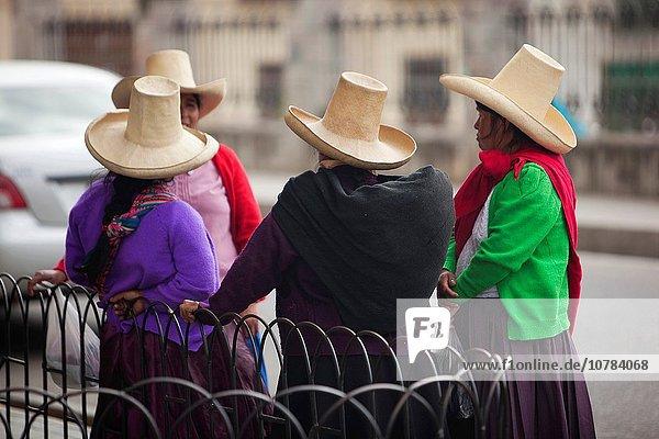 Farbaufnahme Farbe Frau Tradition Hut Kleidung Ethnisches Erscheinungsbild Schottische Highlands Kleid Peru Südamerika