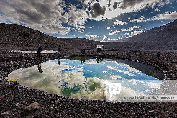 klein Mütze folgen Aktion Vulkanausbruch Ausbruch Eruption Eis Vulkan hoch oben Gletscher Fotograf schmelzen entlassen Schmelzwasser 20 Asche Pause März