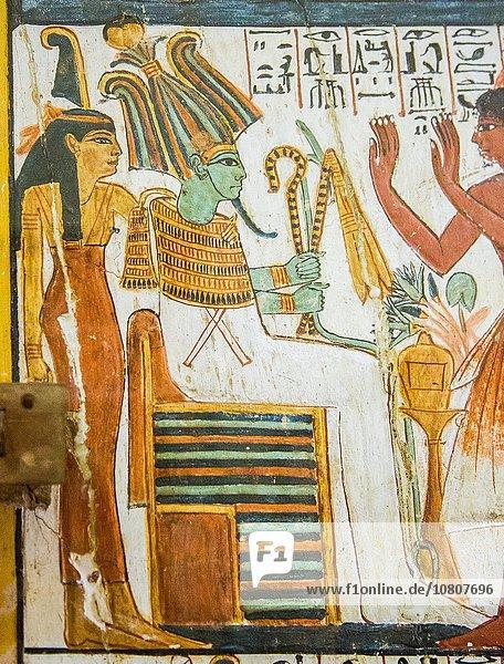 Kairo Hauptstadt Detail Details Ausschnitt Ausschnitte halten folgen Tür hoch oben anziehen Tisch Kragen Krone Ägypten Ägyptisches Museum Gott Göttin Grabmal
