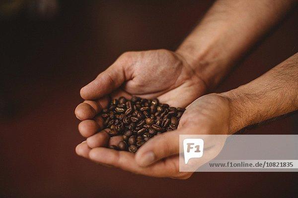 Kaffeebohne,Mann,halten,Close-up,Kaffee,Bohne