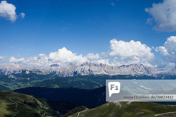 Berglandschaft und blauer Himmel  Brixen  Dolomiten  Österreich