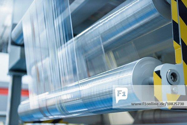 Bedruckte Folienrollen in der Lebensmittelverpackungsdruckerei