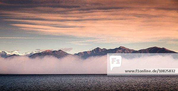 Nebel und Berge  Lago Maggiore  Piemont  Lombardei  Italien