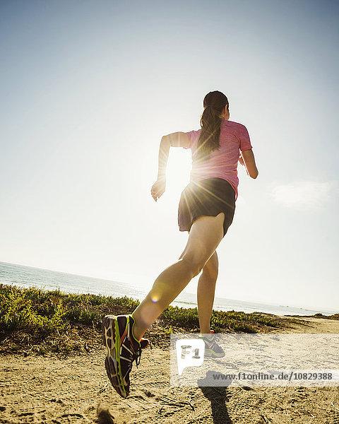 Europäer Frau Weg schmutzig joggen