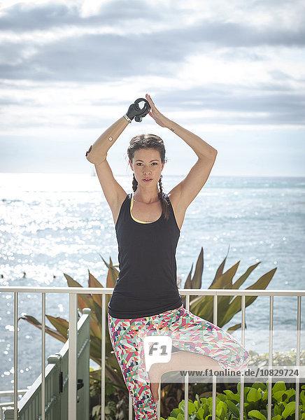 Balkon Athlet üben mischen Yoga Amputiert Mixed