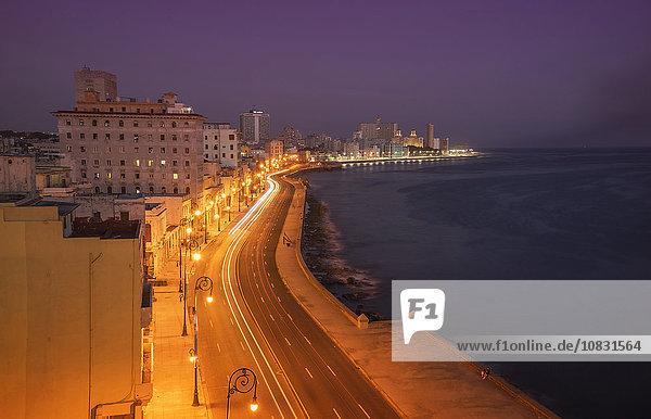 Havanna Hauptstadt Auto Nacht Ufer lang langes langer lange Kuba