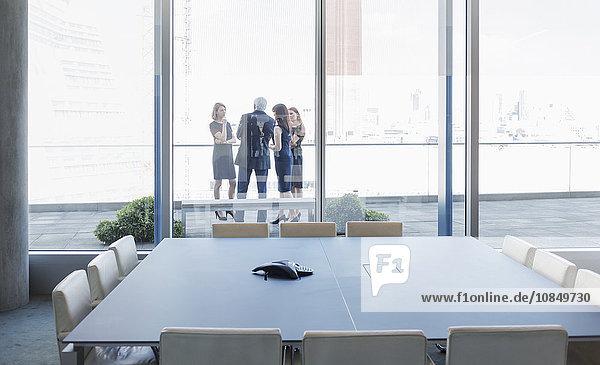 sprechen Mensch Geschäftsbesprechung Menschen Zimmer Balkon Business Konferenz
