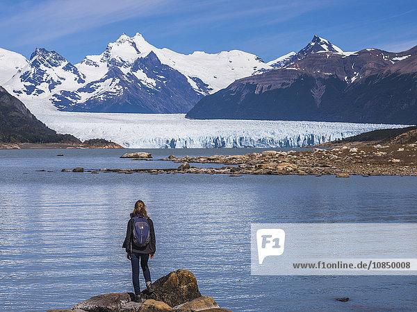 Tourist at Perito Moreno Glaciar  Los Glaciares National Park  UNESCO World Heritage Site  near El Calafate  Patagonia  Argentina  South America
