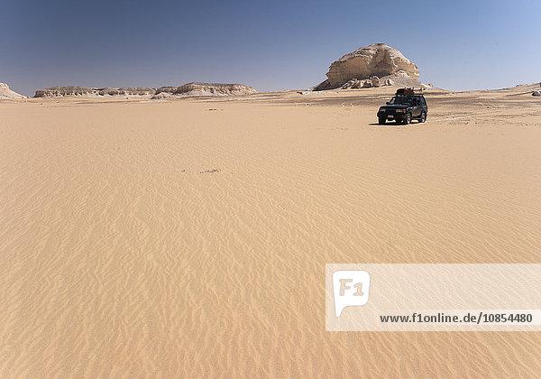 Geländefahrzeug in Weißer Wüste  Ägypten