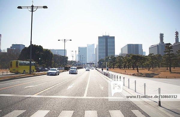 Autobahn- und Wolkenkratzer  Tokio  Japan