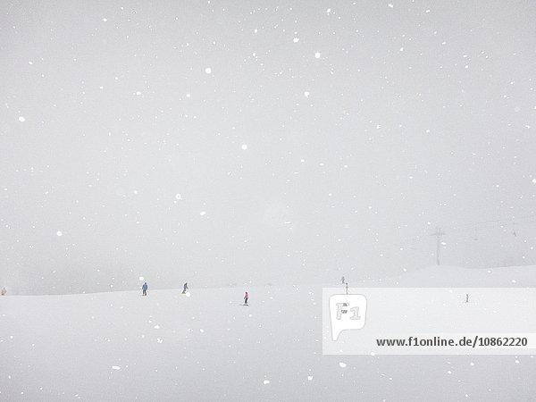 Skifahrer in verschneiter Landschaft  Utah  USA