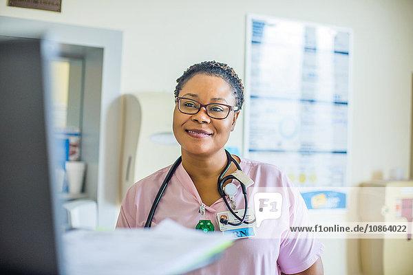 Im Krankenhaus arbeitende Krankenschwester