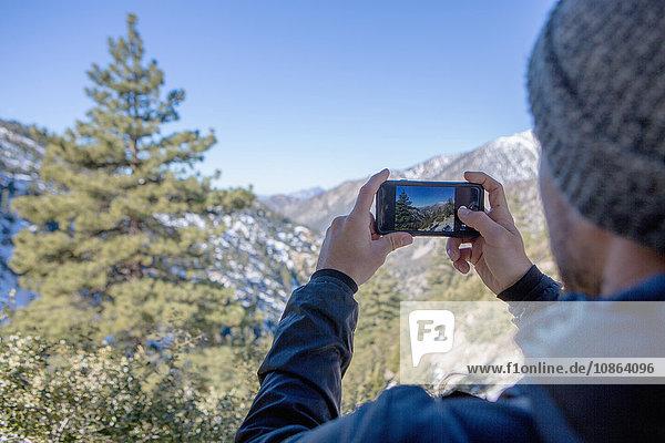 Wanderer beim Fotografieren der Aussicht  Mount Baldy  Kalifornien